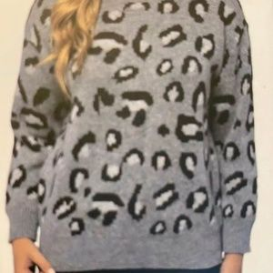KENDALL & KYLIE WOMENS ANIMAL PRINT GREY SWEATER